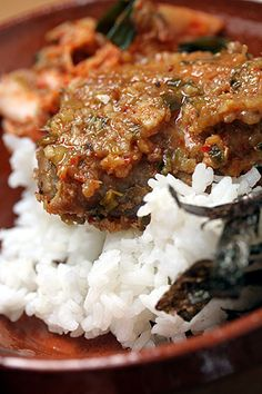 Korean Chicken  ¼ c. rice vinegar + 3 Tbsp soy sauce + 2 Tbsp honey + 1-inch ginger, minced + 8 chicken thighs, skinned + 10 cloves garlic, minced + 1½ teaspoon chili powder + a handful of chopped green onions