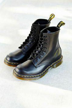 quelle bottine femme pas cher choisir Chaussures Dr Martens, Bottines  Hiver, Bottes Noires, f2a64a1df6f8