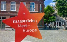 Eine kleine Perle in den Niederlanden: die mittelalterliche Stadt Maastricht. Ihr könnt sie gemütlich zu Fuß erkunden, dabei Kirchen und Einkaufsläden entdecken und zwischendurch Bier oder Kroketten probieren. Einfach ideal für einen schönen Tagesausflug.
