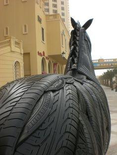 Construction d'un cheval en pneus n°22 à Dubaï de Mirko siakkou flodin Outdoor Sculpture, Sculpture Art, Dubai, Tire Art, Mannequin Art, Tools And Toys, Trash Art, Tyres Recycle, Scrap Metal Art