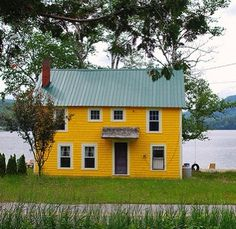 I want to live in a cute house like this ,,