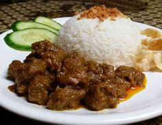 Indonesian Food Indonesian cuisine is one of the most vibrant and colourful cuisines in the world, full of intense flavour. Pork Recipes, Asian Recipes, Caribbean Recipes, Caribbean Food, Happy Foods, Indonesian Food, Food Humor, Everyday Food, No Cook Meals