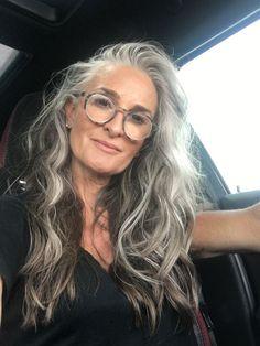 hair styles for women - Weißes Haar Grey Hair Wig, Long Gray Hair, My Hair, Gray Hair Ombre, White Streak In Hair, Grey Brown Hair, Grey Hair Over 50, Long Silver Hair, Lilac Hair