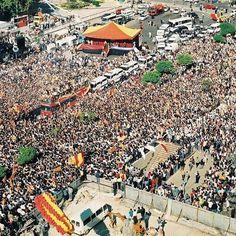 18 Mayıs 2000   UEFA Kupası Şampiyonu Galatasaray, İstanbul'da #arsivGALA #EfsanelerUnutulmaz #Galatasaray #igersGS #Nostalji #ultrAslan #CimBom #GalaNostalji #AvrupaFatihi #cimbombom #GalatasarayNostalji #TarihteBugün #GS #istanbul #turkey #turkiye