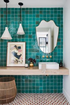 California Cool Gets a High-Fashion Facelift In This Cheerful Newport Home Tour an Effortlessly Cool Newport Beach Home – California Family Home, turquoise tile, bathroom i Turquoise Tile, Turquoise Bathroom, Bathroom Colors, Bathroom Ideas, Colorful Bathroom, Cozy Bathroom, Elle Decor, California Cool, California Living