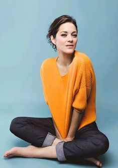 40 Stylish And Natural Taper Haircut Marion Cotillard photographed by Eliot Bliss for Gioia Magazine (via Netzflackern) Marion Cotillard Style, Marion Cottillard, Belle Nana, Portrait Studio, Jeanne Damas, French Actress, Mode Style, Beautiful Actresses, Most Beautiful Women