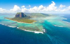 ☀ Take a break during a holiday in Mauritius-the jewel of the Indian Ocean. Your Mauritius holiday is waiting for you! Trou Aux Biches, The Ocean, Mauritius Island, Seychelles Islands, Mauritius Tourism, Mauritius Honeymoon, Beach Trip, Beach Vacations, Family Vacations