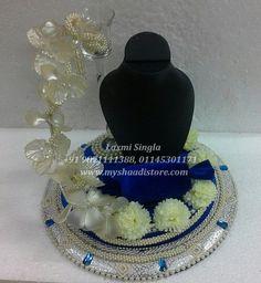 Indian Wedding Decorations, Handmade Decorations, Engagement Ring Platter, Engagement Rings, Packing Ideas, Wedding Designs, Trays, Jewelery, Handmade Jewelry