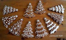 Pepperkaker – Gift World Christmas Sugar Cookies, Christmas Sweets, Christmas Cooking, Noel Christmas, Christmas Goodies, Holiday Cookies, Christmas Candy, Decorated Christmas Cookies, Gingerbread Cookies