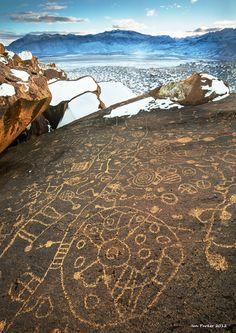 Sky rock petroglyphs: Volcanic tablelands, Bishop, California
