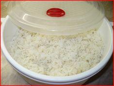 do skleněné mísy dáme rýži v poměru 1 díl rýže 2 díly horké vody a sůl a přiklopíme. Dáme vařit na plný výkon na 12min. Po skončení necháme... Risotto Recipes, Main Meals, Tofu, Grains, Recipies, Salt, Treats, Recipes, Sweet Like Candy