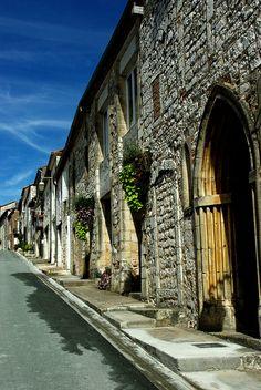 Monflanquin, une bastide (Lot-et-Garonne) Aquitaine, Chateau Medieval, Boat Tours, Paris, City Streets, Rue, French Vintage, Places Ive Been, Beautiful Pictures