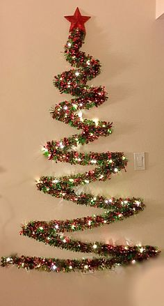 Tacky Christmas Party, Wall Christmas Tree, Creative Christmas Trees, Easy Christmas Ornaments, Christmas Decorations For The Home, Grinch Christmas, Christmas Projects, Christmas Holidays, Christmas Aesthetic