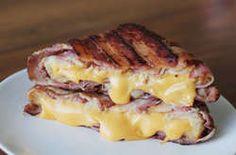 This bacon-wrapped grilled cheese sandwich will forever change you. This Bacon-Wrapped Grilled Cheese Will Actually Change You Bacon Recipes, Cooking Recipes, Game Recipes, Sandwich Toaster, Grill Sandwich, Lard, Yummy Food, Tasty, Healthy Food