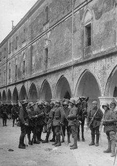 German stormtroopers in the captured Italian town of Vittorio Veneto/November 1917.
