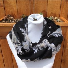 Flowered infinity scarf Perfect condition Accessories Scarves & Wraps