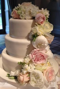Wedding cake decorated with beautiful Avalanche roses by Meijer Roses!