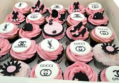 Shopping and shoe themed cupcakes Chanel Birthday Cake, 21st Birthday Cupcakes, Sweet 16 Birthday Cake, 14th Birthday, Birthday Parties, Geek Birthday, Birthday Cakes, Gucci Cake, Chanel Cake