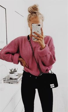 mode How do I wear a large knit sweater with style in casual outfits? Tips and ideas of outfits in t Mode Outfits, Stylish Outfits, Fashion Outfits, Fashion Clothes, School Outfits, Tumblr Fall Outfits, Legging Outfits, Sweater Outfits, Athleisure Outfits
