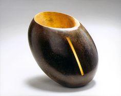 Hervé Wahlen - Regard (2002)  Représenté par la galerie Michel Giraud / Paris Herve, Michel, Vase, Ceramics, Sculpture, Contemporary, Hall Pottery, Pottery, Sculpting