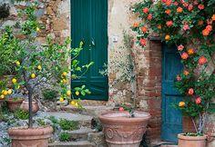 Tuscan Style Courtyards | Tuscan courtyard | Tuscan Decor | Pinterest