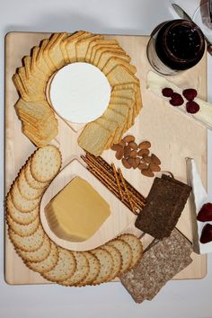 CUT and DRY : Cheese & Crackers Serving Board with Appeal
