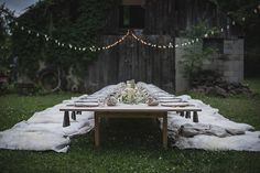 Dinner set up at a Nashville wedding, such a beautiful use of lighting and an outdoor space #TOMSWedding