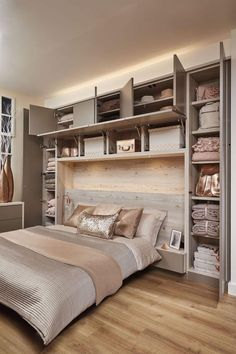 Cozy Small Master Bedroom Décor Ideas For Couples To Try - Chambre Principale Small Bedroom Storage, Small Master Bedroom, Master Bedroom Makeover, Small Storage, Stylish Bedroom, Modern Bedroom, Spare Bedroom Closets, Bedroom Wardrobe, Small Bedroom Ideas For Couples