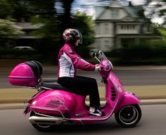 Hot pink Vespa yes please! Add a sidecar and my life is complete! Scooter Wheels, Scooter Motorcycle, Scooter Girl, Pink Moped, Pink Vespa, Cute Pink, Pretty In Pink, Classy Cars, Cute Cars
