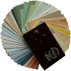 Koristemaalari Fritz Hilbertin käsin tekemästä värikartasta näkee, millaisia värejä 1940-luvulla käytettiin. Museoviraston intendentti Ulla Setälä kuvailee näitä värejä sointuviksi, rikkaiksi ja runsaiksi, kaikki värit ovat myös murrettuja. Hilbert työskenteli Wuorion maalausliikkeessä.