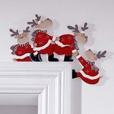 bordes de puertas decoradas con motivos navideños, arce cayendo