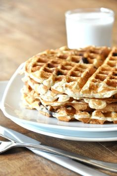 Banana Bread Chocolate Chip Waffles  1 cup flour (any kind)  1/4 cup oats  1/4 teaspoon salt  1 cup milk (dairy or non-dairy)  1 flax egg (1 Tbsp flaxseed meal + 2.5 Tbsp water)  2 large ripe bananas  2.5 teaspoons baking powder  1/4 cup dark or semisweet chocolate chips