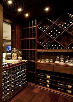 Jayme Bernardo - Tempo da Delicadezamake a wall of wine. Tone down the red Wine Cellar Basement, Wine Cellar Racks, Caves, Cave A Vin Design, Bar Sala, Home Wine Cellars, Wine Cellar Design, Wine House, Wine Display