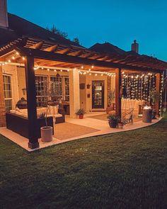 Cozy Backyard, Backyard Patio Designs, Backyard Landscaping, Patio Ideas, Backyard Ideas, Balkon Design, Backyard Makeover, Dream Home Design, Back Patio
