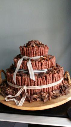 Biltong & droëwors cake Rustic Wedding, Wedding Ideas, Biltong, Big Cakes, Mason Jar Diy, Hamper, Kos, Wedding Cakes, Recipies