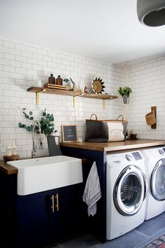 Bauernhaus Dekor Best Small Laundry Room Ideas on A Budget that You Have Never Thought of - - Modern Laundry Rooms, Laundry In Bathroom, Laundry Room Countertop, Basement Bathroom, Laundry Cabinets, Basement Laundry, Farmhouse Laundry Rooms, Unfinished Laundry Room, Laundry Room Small