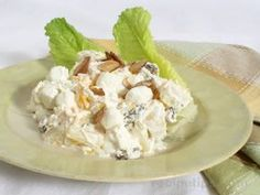A delicious salad that has just the right mix between a sweet and salty taste. The crushed pretzels provide for a crunchy texture and the pineapple provides great flavor. This sweet salad is often mistaken for a dessert. Pineapple Pretzel Salad, Pineapple Cake, Crepes, Cottage Cheese Salad, Fruit Salad Recipes, Fruit Salads, Gluten Free Banana, Side Salad, Easy Salads