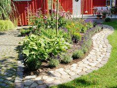 skapa en rabatt längs gång till hus - Sök på Google Flower Beds, Yard Landscaping, Garden Paths, Garden Inspiration, Outdoor Gardens, Outdoor Living, Sidewalk, Landscape, Flowers