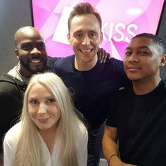 """Gefällt 77 Mal, 2 Kommentare - Tom Hiddleston Daily (@tomhiddleston_daily) auf Instagram: """"Great to see you #TomHiddleston ! Check out the full chat with TH now at kissfmuk.com 😍…"""""""