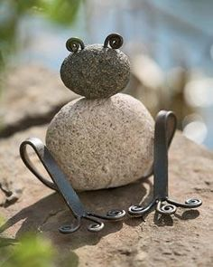 not crazy about garden art, but this little Stone Garden Frog is irresistible!