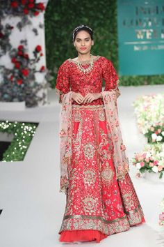 Red lehengas will never go out of fashion and the collection Vintage Garden by Varun Bahl showed us just why #frugal2fab