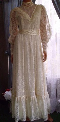 gunne sax dress, wedding or a prom dress ?  could be either !