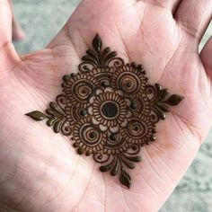 Collection of creative & unique mehndi-henna designs for girls Henna Hand Designs, Eid Mehndi Designs, Henna Tattoo Designs, Mehndi Tattoo, Round Mehndi Design, Mehndi Designs Finger, Mehndi Designs For Beginners, Modern Mehndi Designs, Mehndi Design Photos