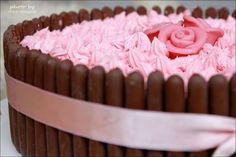 Best friend har fött sitt andra barn till världen och lilla prinsessan till ära bakade jag denna tårta. Det roliga med tårtor är att man konstruerar dem helt själv, allt från vad de ska innehålla…