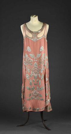 Robe du soir, attribuée à Callot soeurs, vers 1925 | Vendu 3200€ le 11 mai I Daguerre