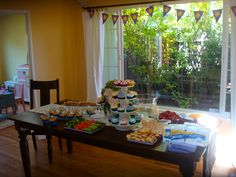 Tangled Party. Food inspired by the film. Cheese, bread, grapes and colorful cupcakes.