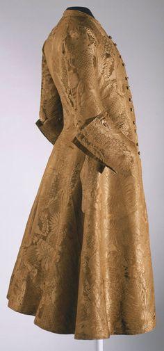 Coat, England, c. 1730-1740. Golden silk damask. (Probably banyan?)