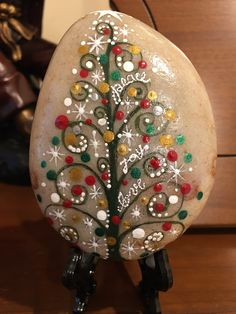 'Tis the season to be jolly with this beautiful hand painted Christmas message stone! Accented with Christmas designs an Rock Painting Patterns, Rock Painting Ideas Easy, Rock Painting Designs, Paint Designs, Painted Rocks Craft, Hand Painted Rocks, Painted Pebbles, Painted Rock Animals, Mandala Painted Rocks