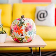 Pin for Later: 21 Pumpkin-Decorating Ideas That Are Actually Doable! Fun With Florals Make your next girls' night out a girls' night in with a pumpkin painting theme (complete with pumpkin spice martinis, of course!).