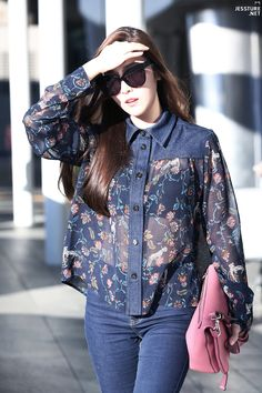 ImageFind images and videos about snsd, girls generation and jessica jung on We Heart It - the app to get lost in what you love. Snsd Fashion, Asian Fashion, Girl Fashion, Womens Fashion, Girls Generation Jessica, Airport Fashion Kpop, Jessica Jung Fashion, Bobe, Airport Style